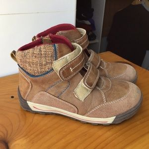 Kids boots.